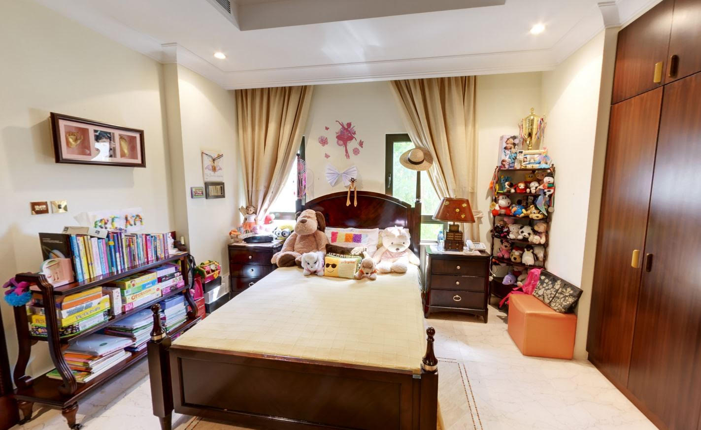 Upgraded 6 BR villa for sale on frond C