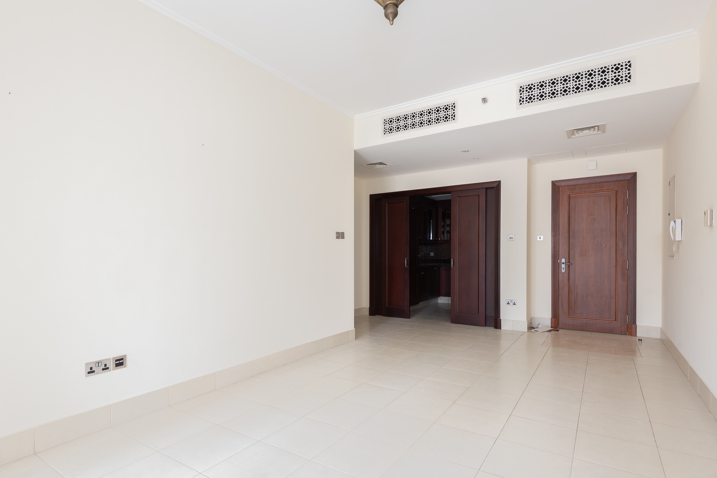 Well Priced One Bedroom | Vacant | Yansoon
