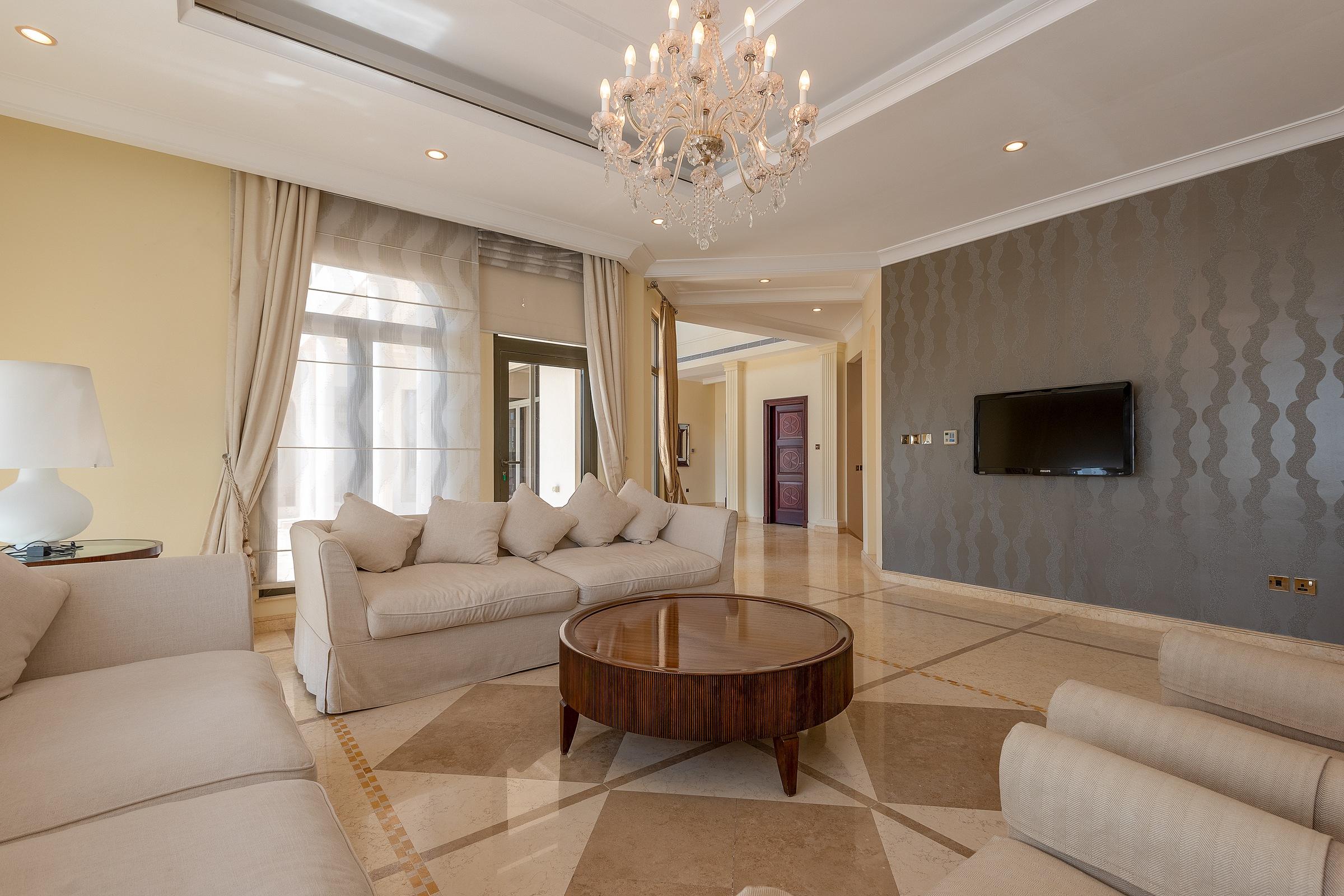 Exquisite | 5 Bedrooms | Gallery Views