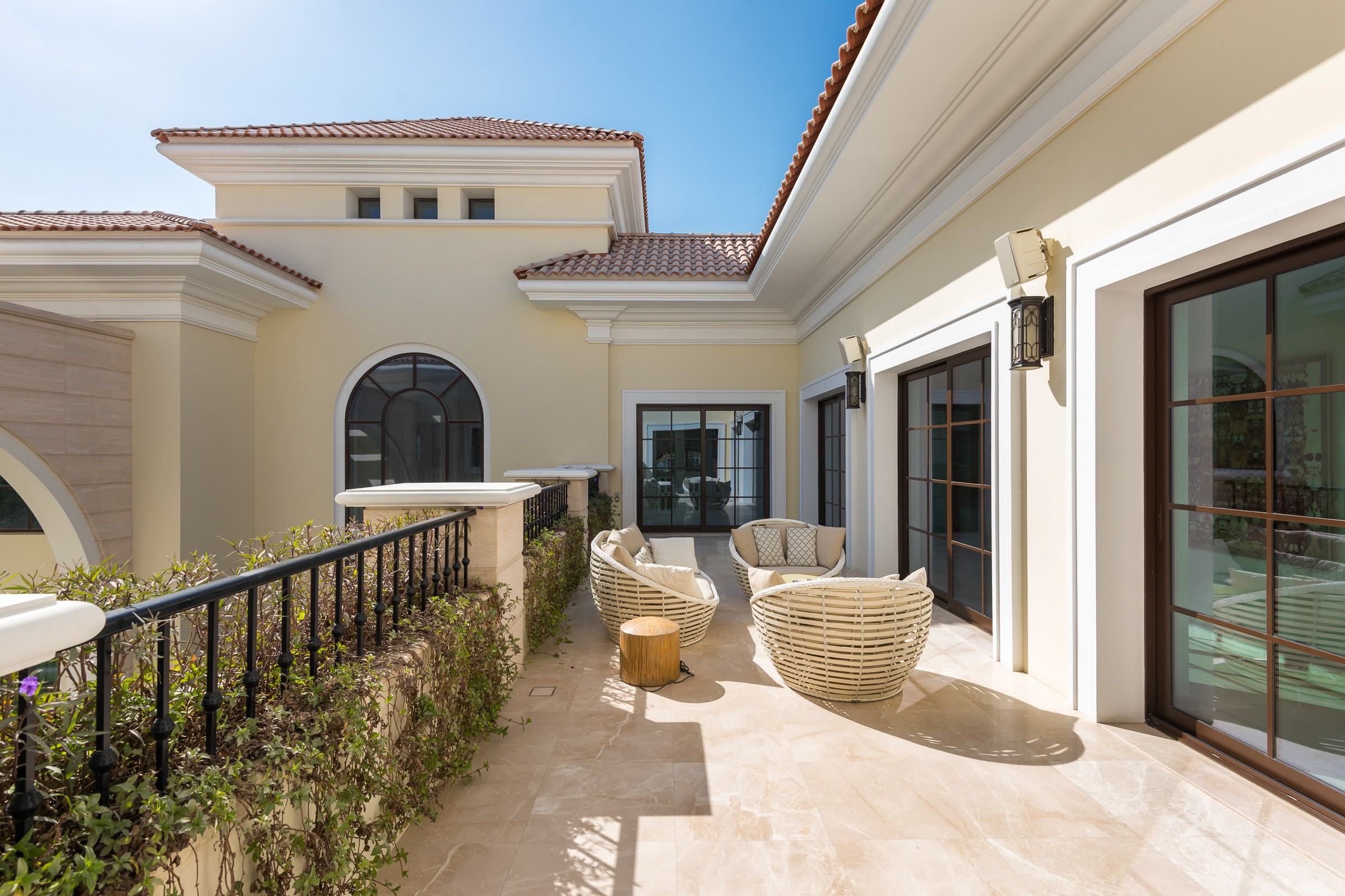 Huge Mansion Mediterranean Style Private Location