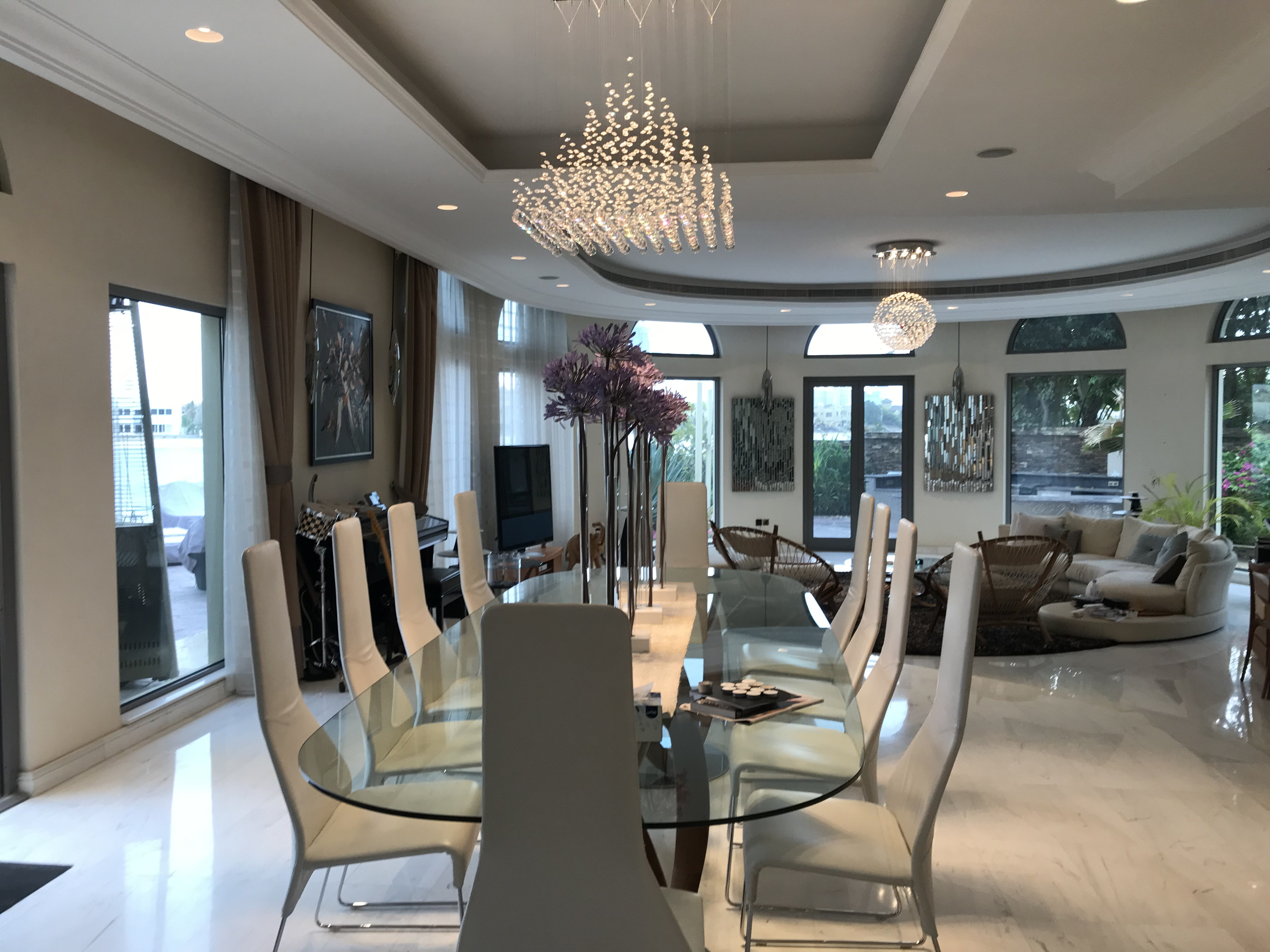 Fully Furnished and Fully Upgraded   Close to Tip