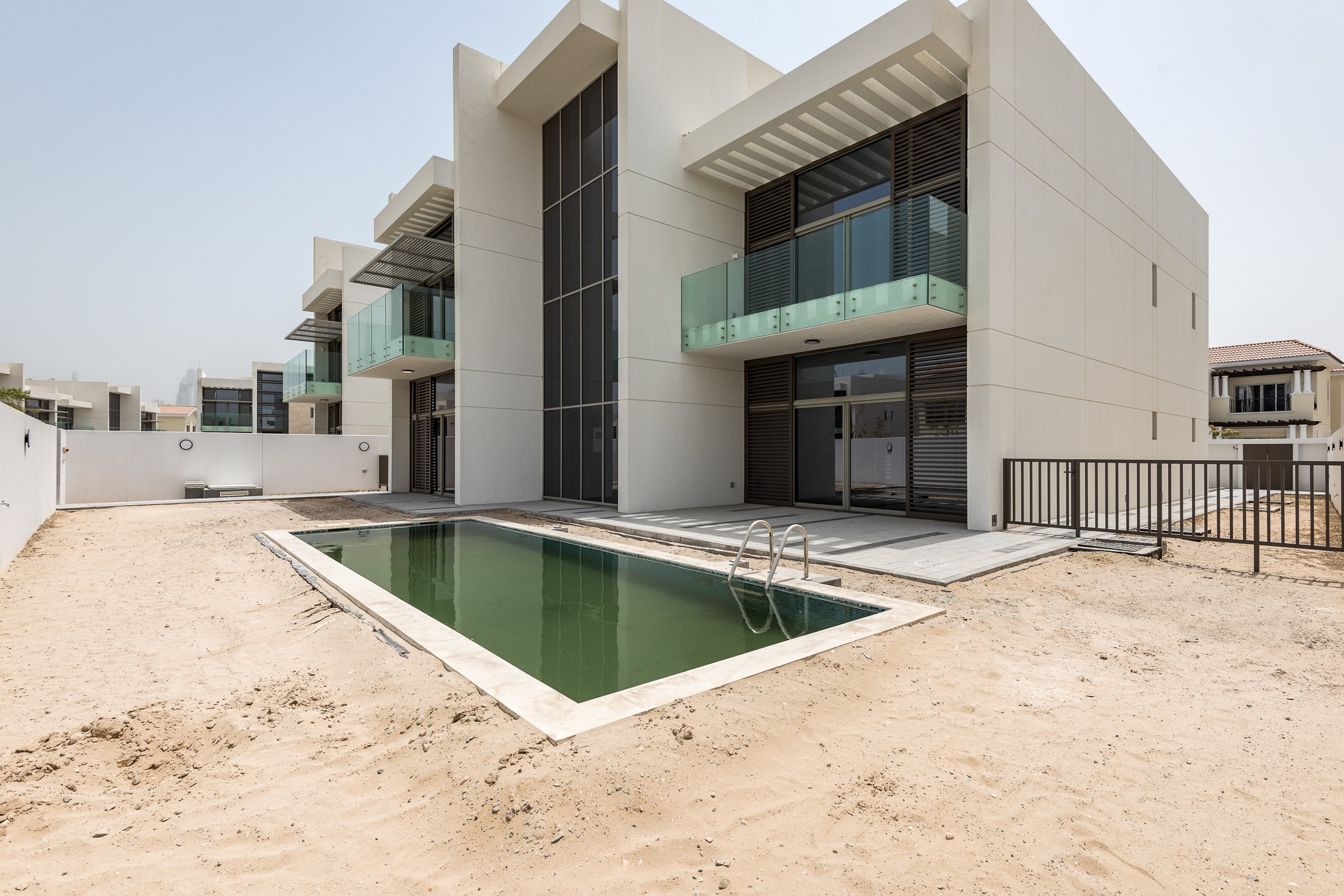 Large Plot 5 Bed   New Contemporary   Style Villa