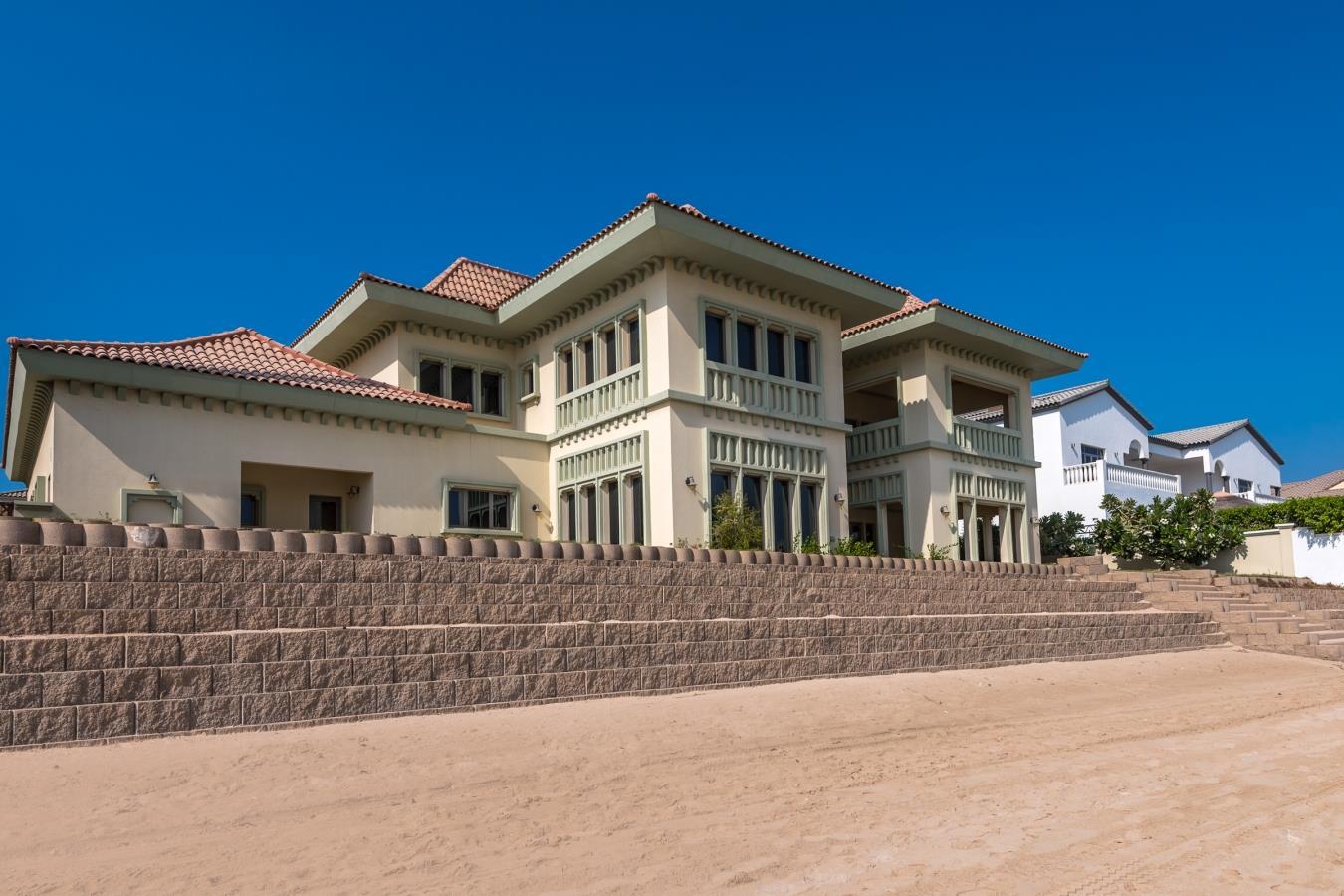 Immaculate Signature Villa Fantastic Pri