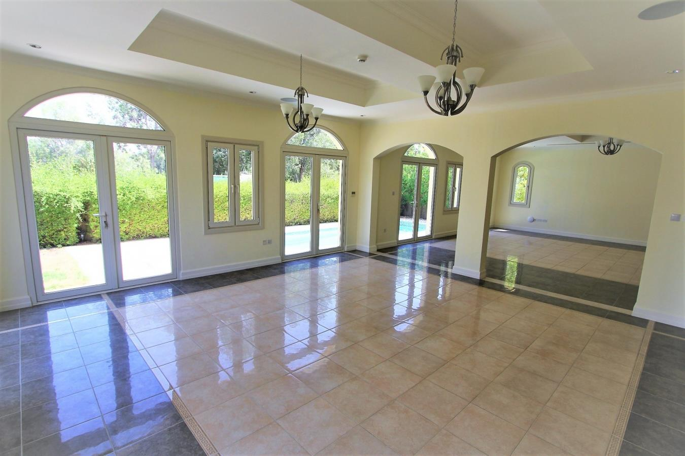 Immaculate Enzo 6 Bed On The Golf Course