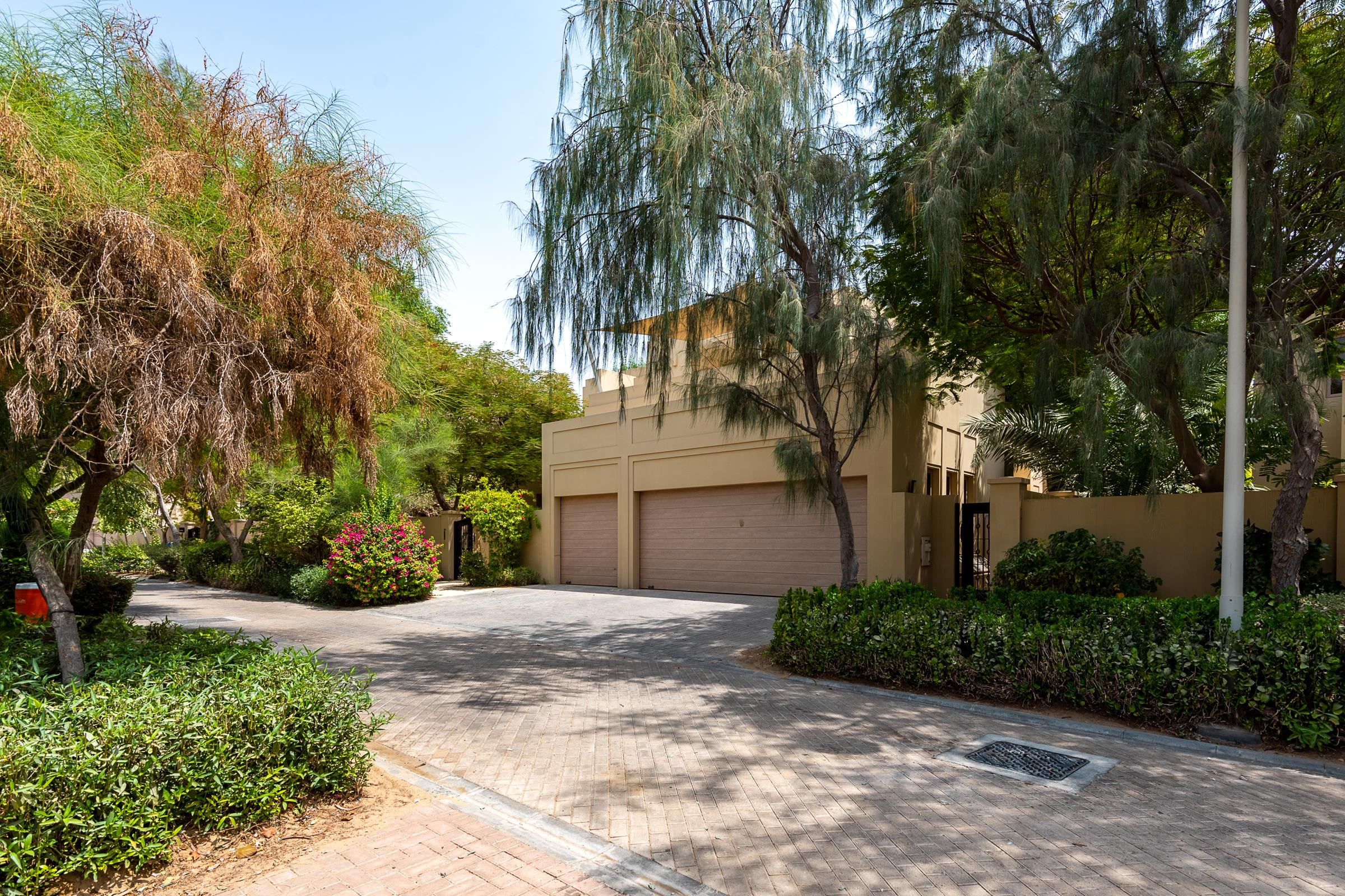 Maintained Camellia Home with Garden View