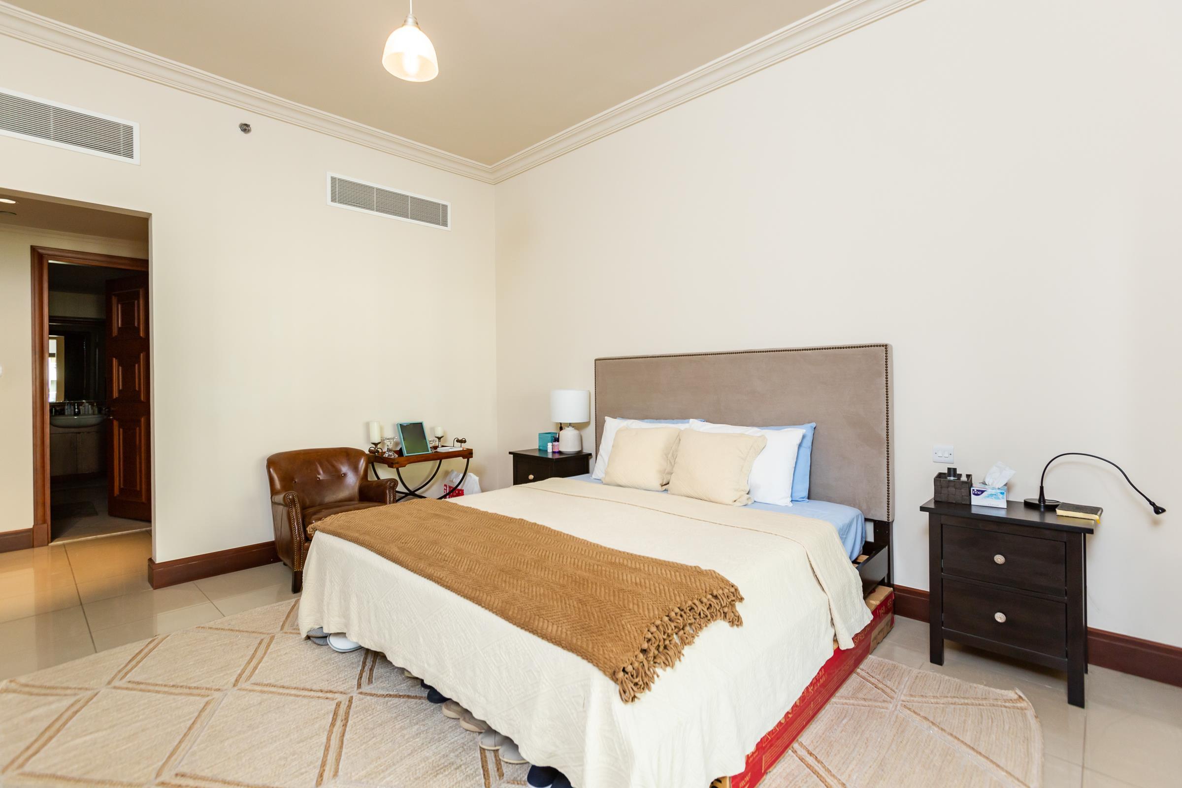 Beautiful  Two Bedroom   Golden  Mile  4