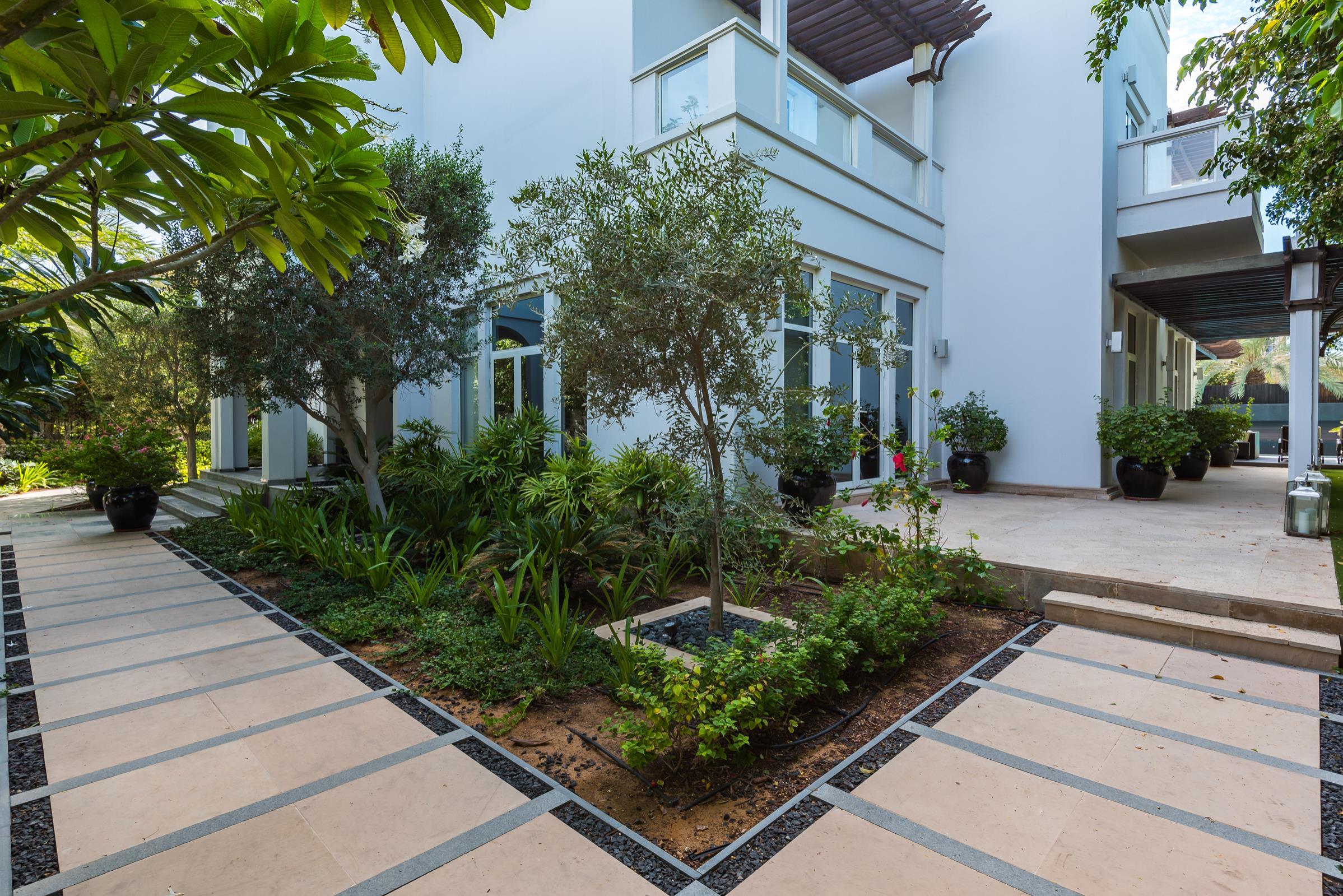 Prestigious | Modern 5 bed |Design Villa