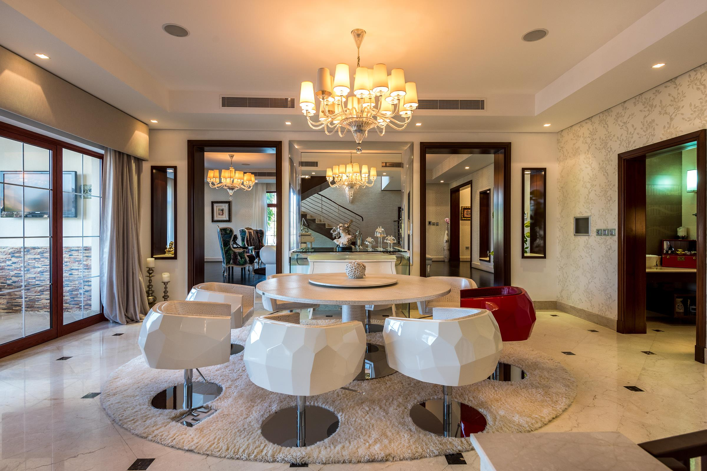 Luxury 5 Bed Mansion in Jumeirah Islands