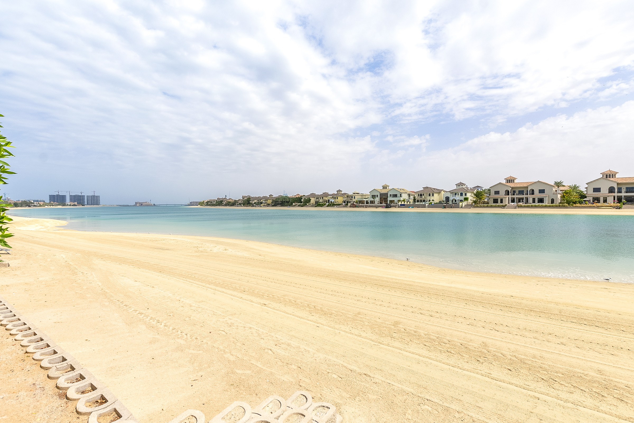 Stunning 5 Bedroom   Private Beach   Vacant