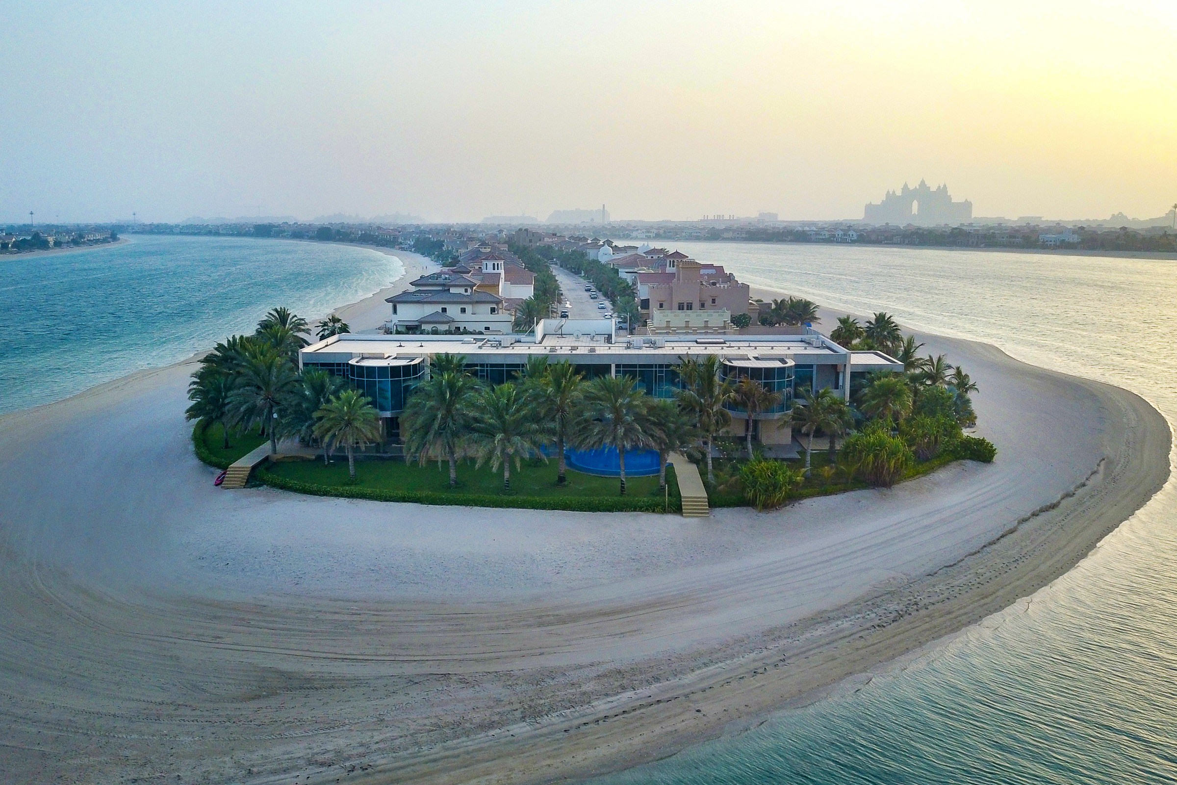 Private Palm Jumeirah| Beachfront Palace