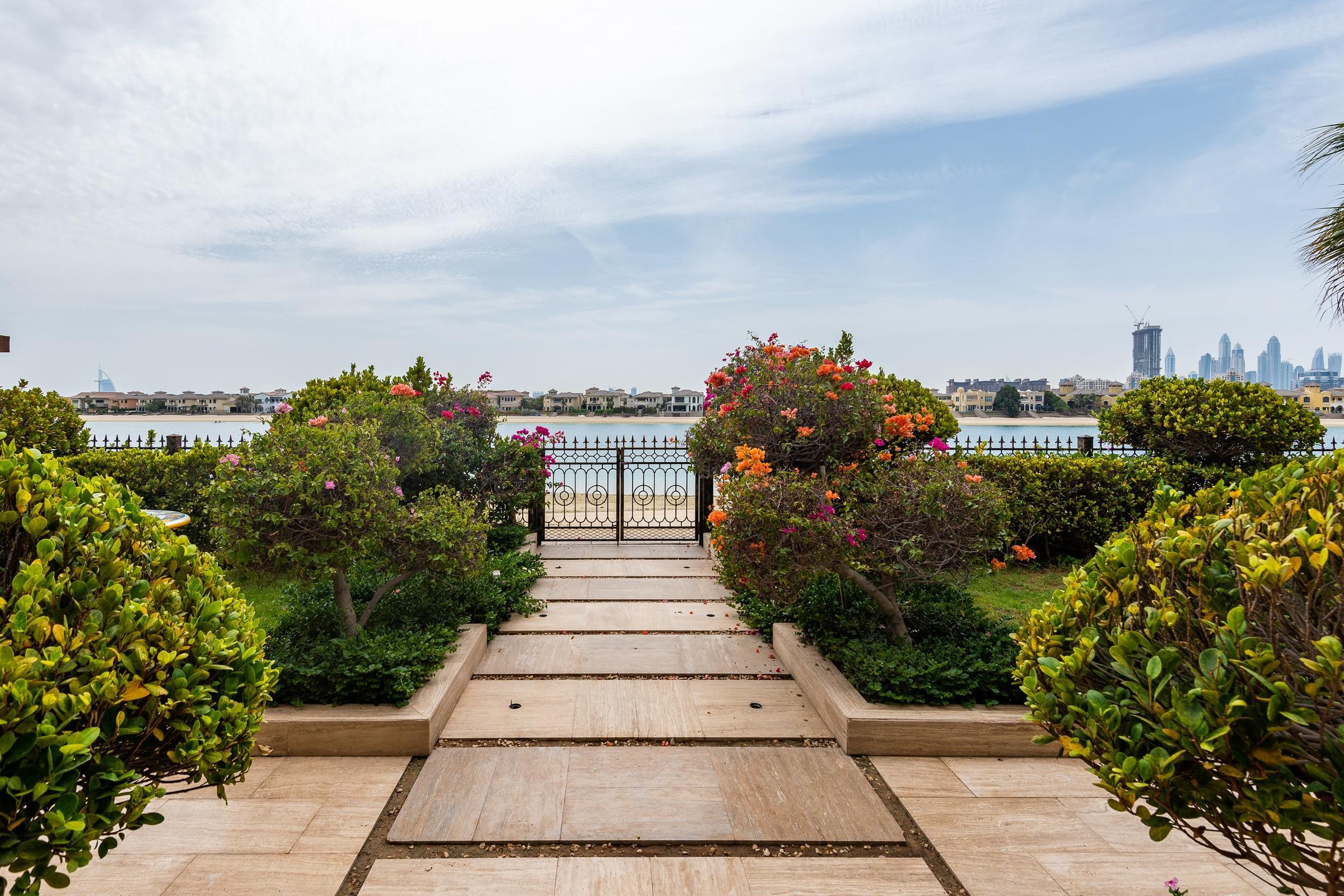 Arabic Grand Courtyard Signature Villa