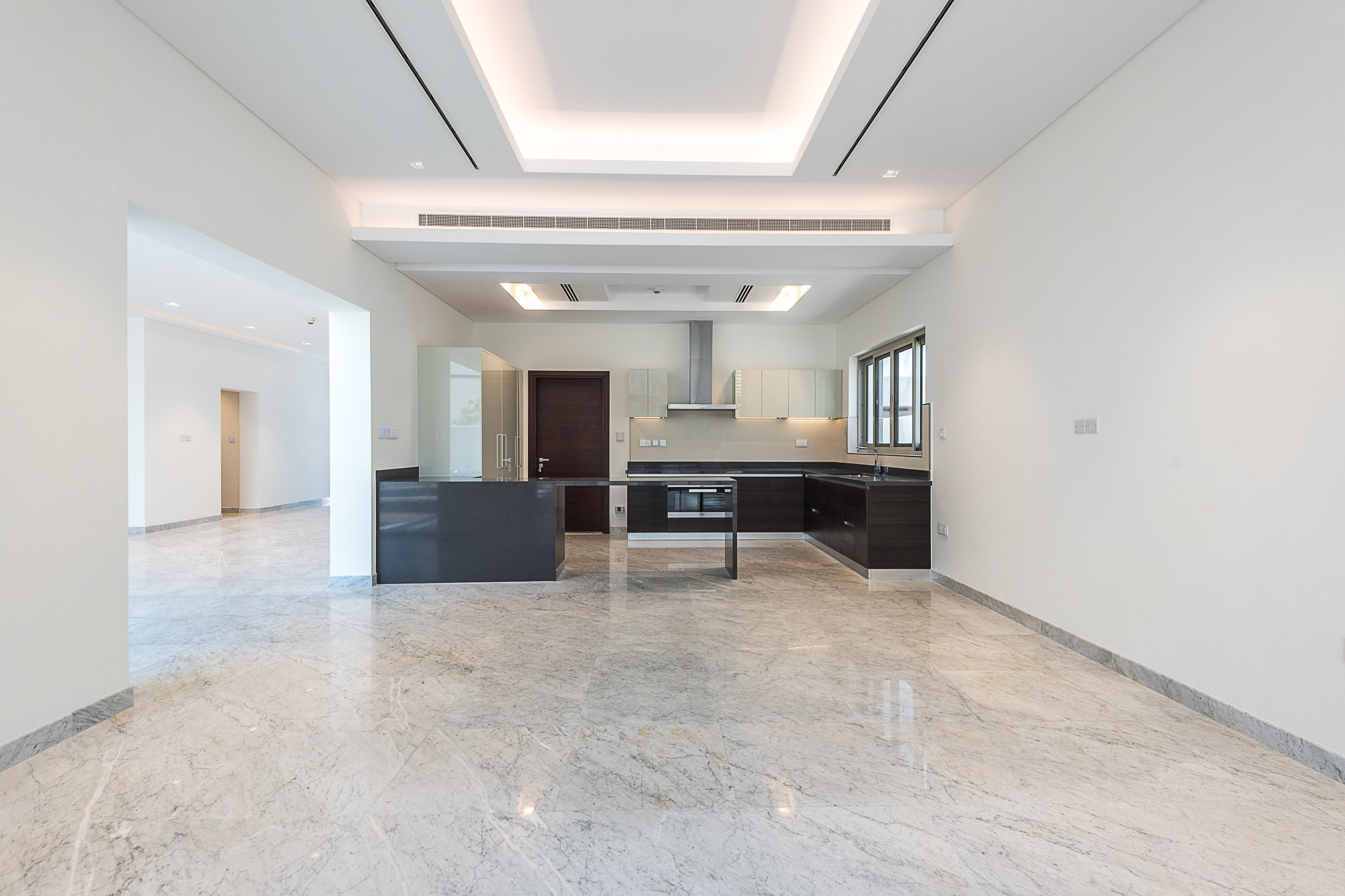 Luxurious Contemporary Style 5 Bed Villa