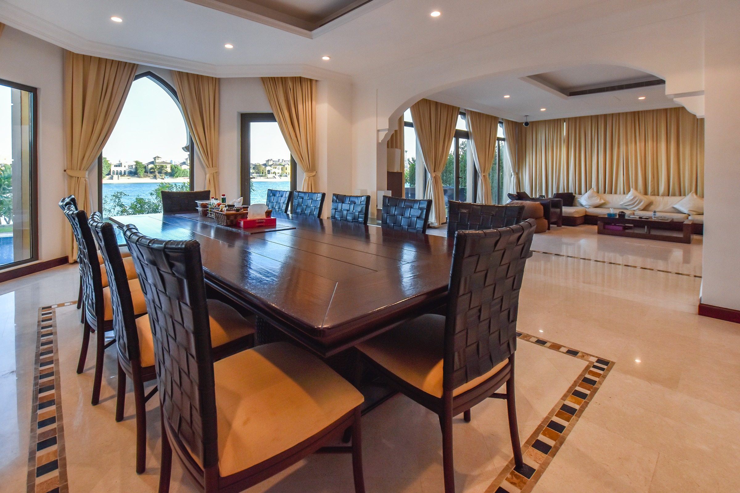 Stunning 5 Bedrooms Private beach Vacant