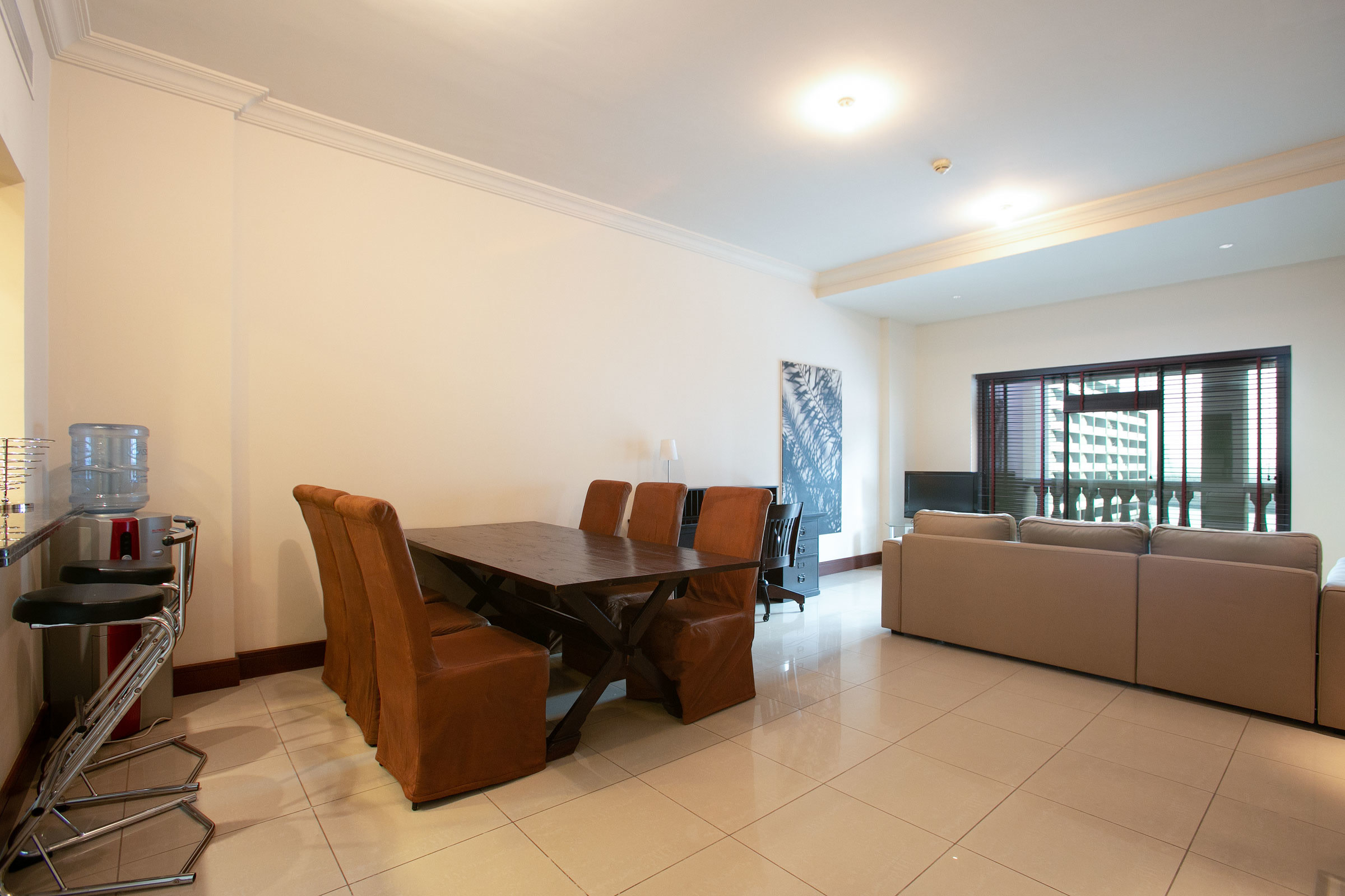 Newly Decorated   Fully Furnished 1 Bed