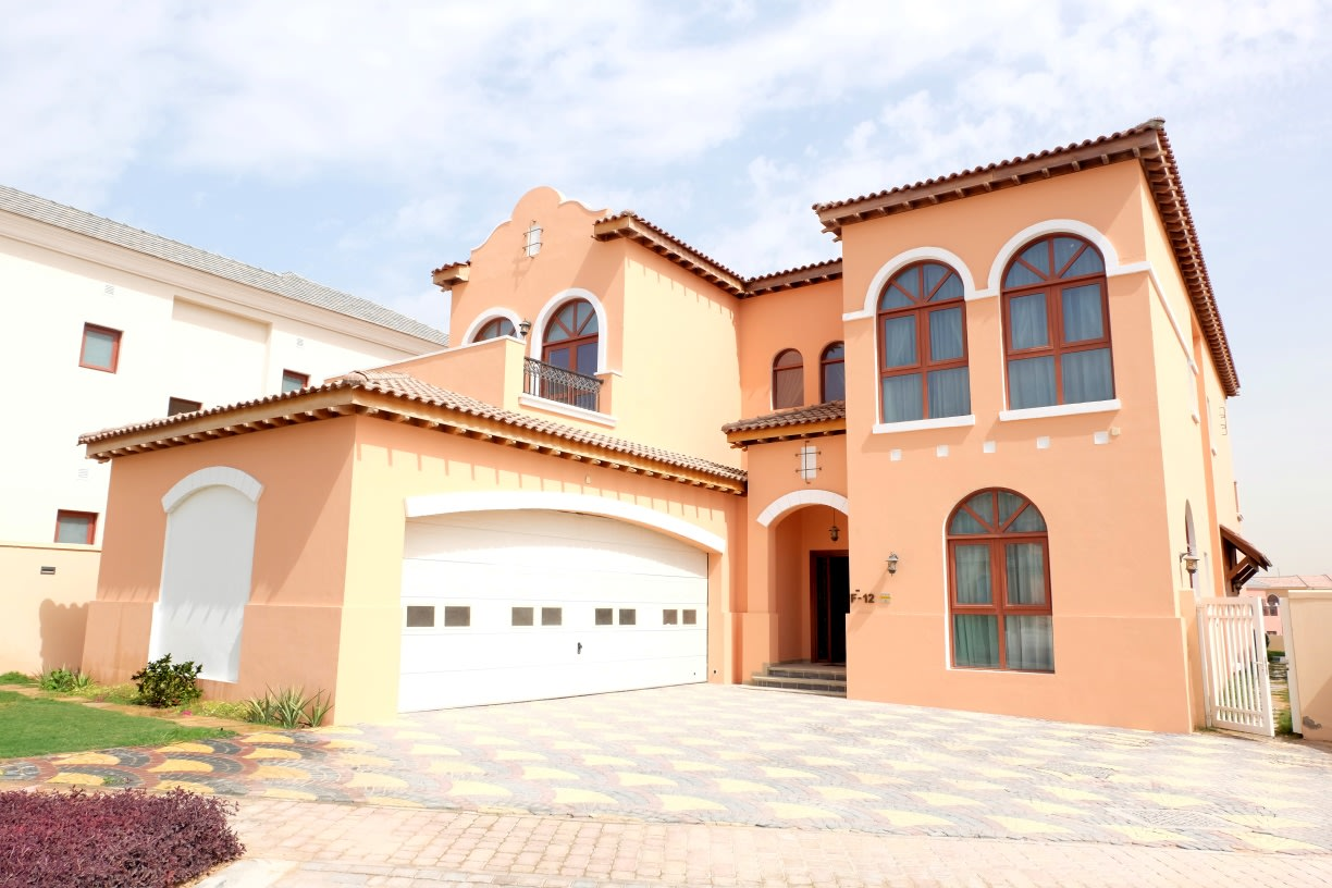 4 Bed Maid + Driver | Hacienda Lake View