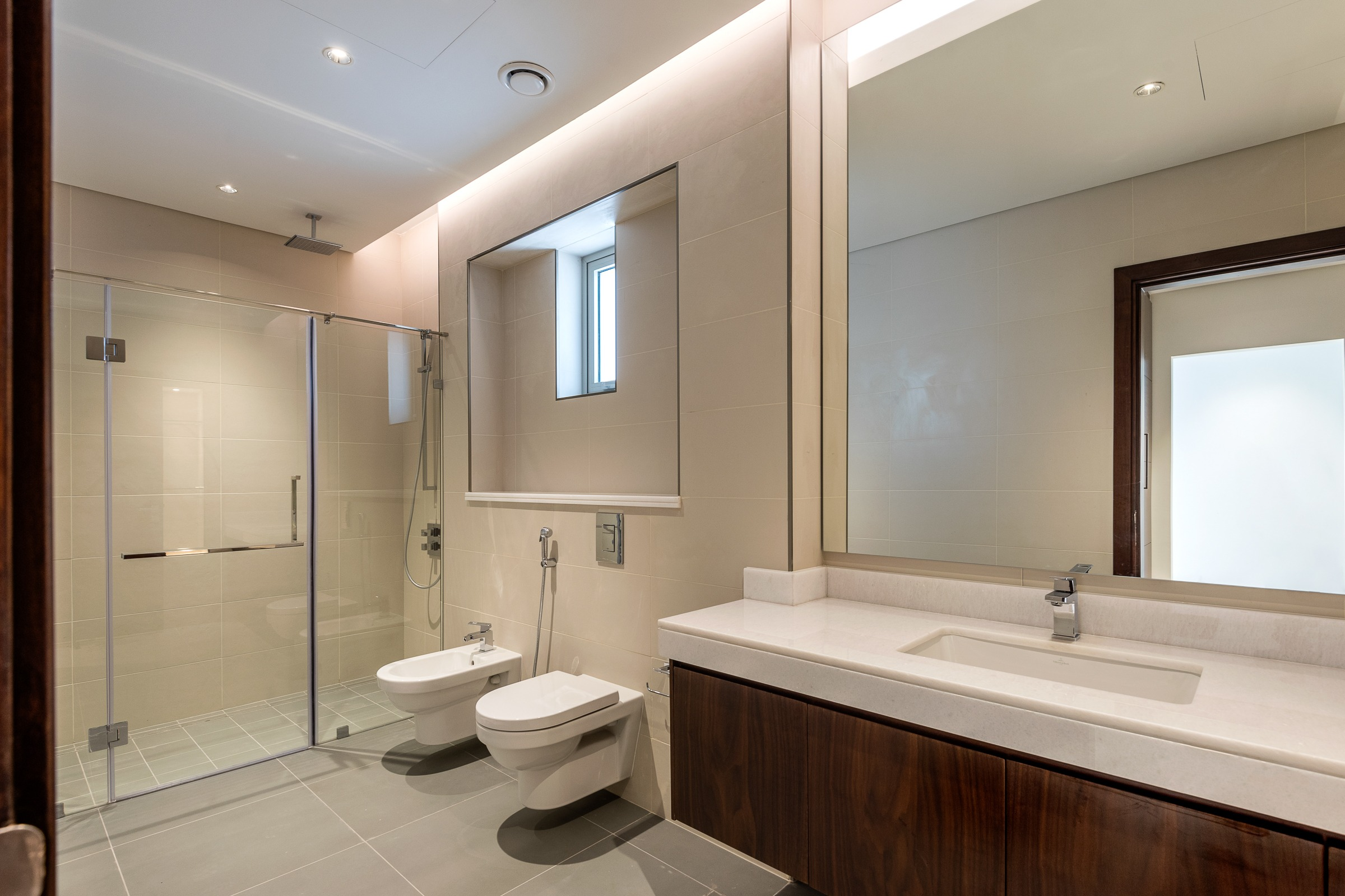 Contemporary 5 Bedrooms MBR District One