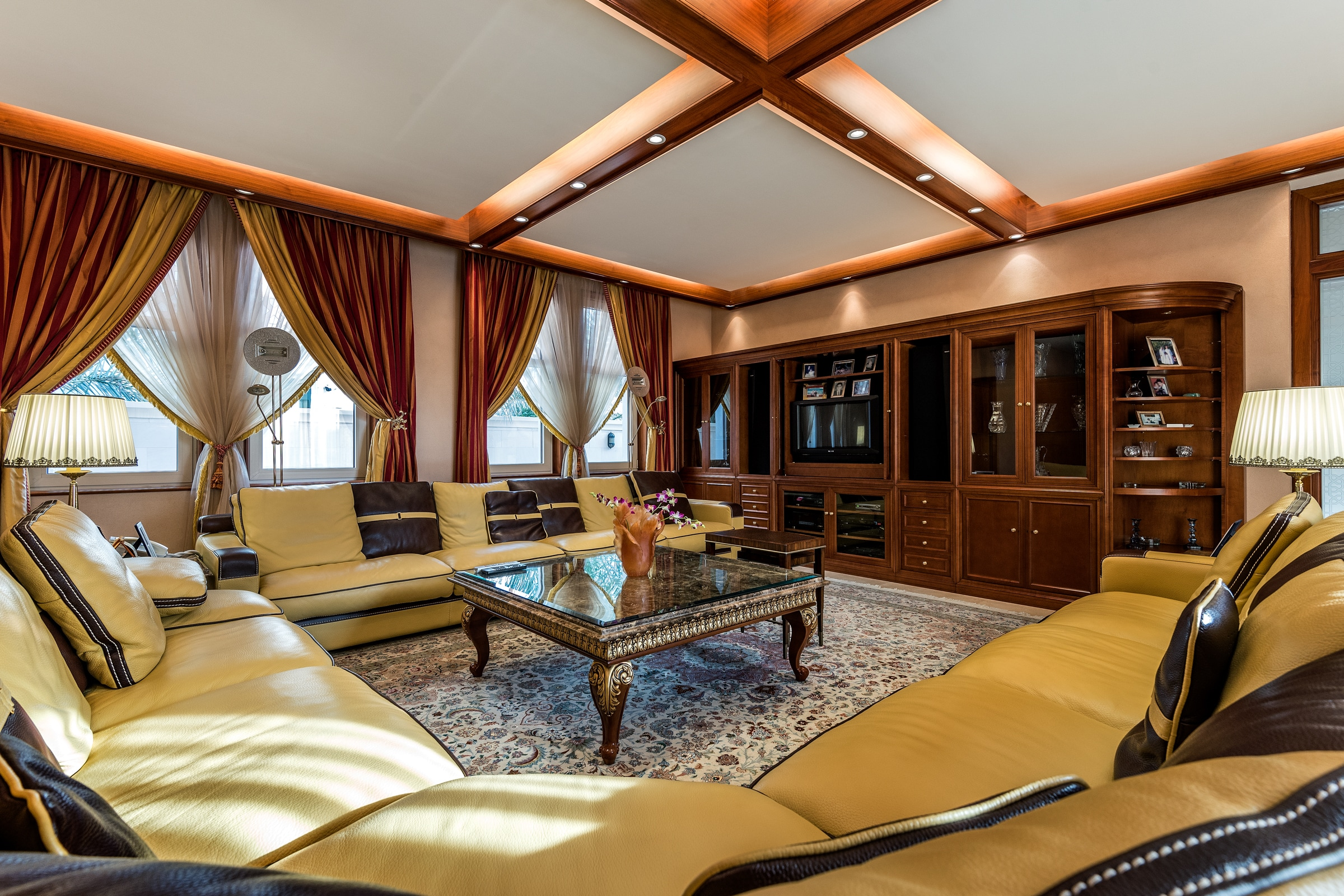 High Quality Luxury Villa With Lake View