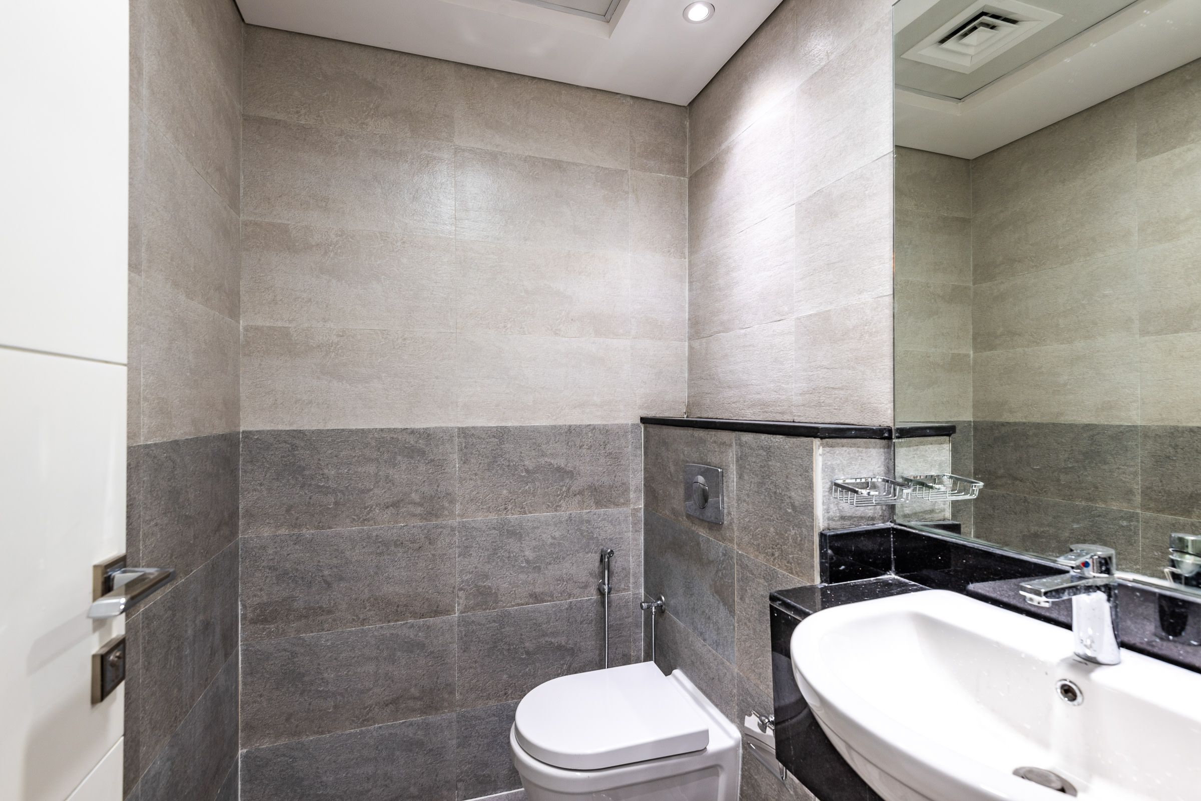 4 CHEQUES   BRAND NEW   1 BEDROOM APARTMENT