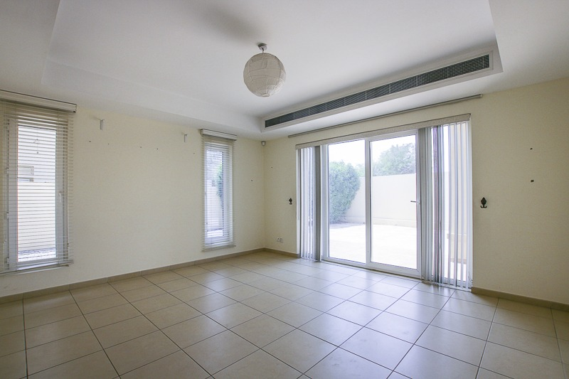 OPEN TO OFFERS | LARGE GARDEN |NEAR POOL