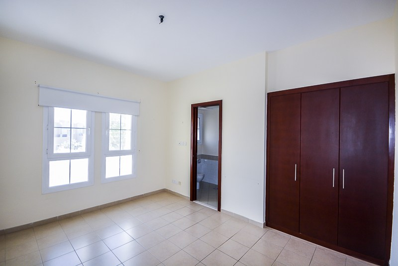 Immaculate 2 Bed plus Study with Garden