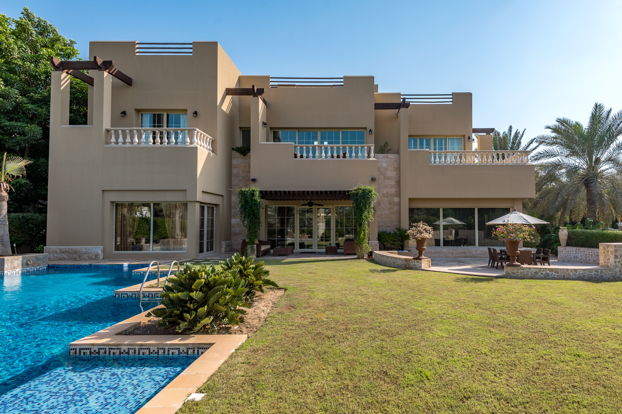 Substantial Family Villa on| Golf Course