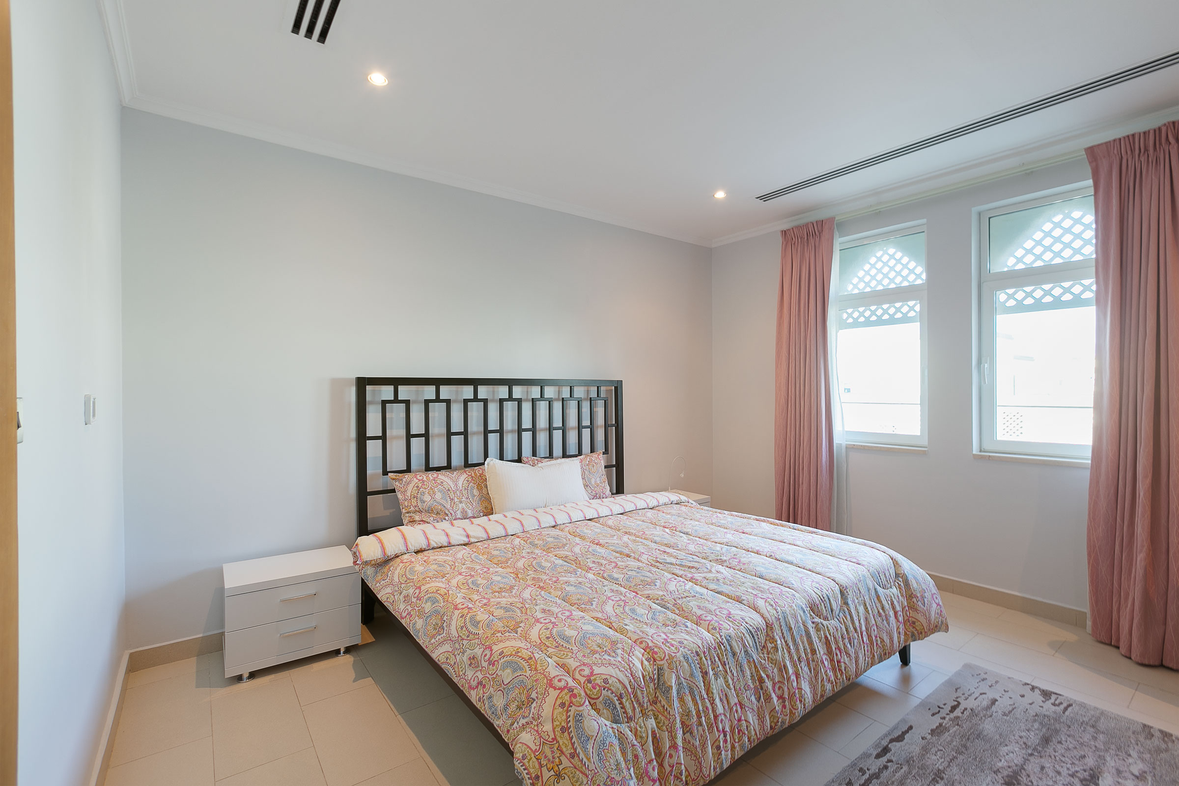 Immaculate Upgraded 4 Bedroom District 4