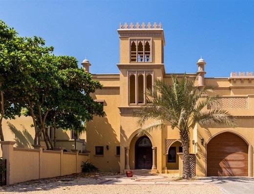 Detached Four Bedroom villa | Beach Access
