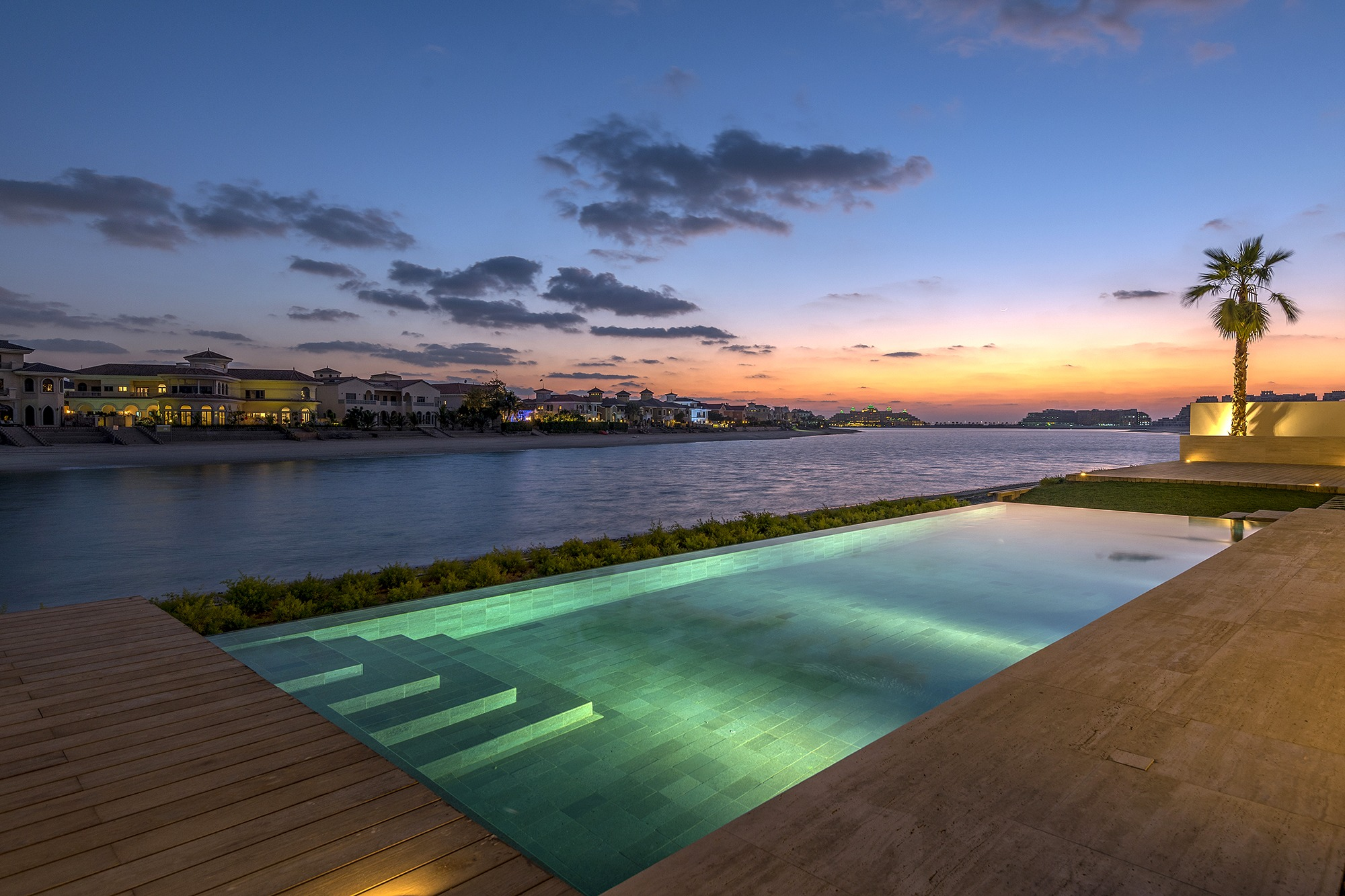 The Palm Jumeirah luxury swimming pool