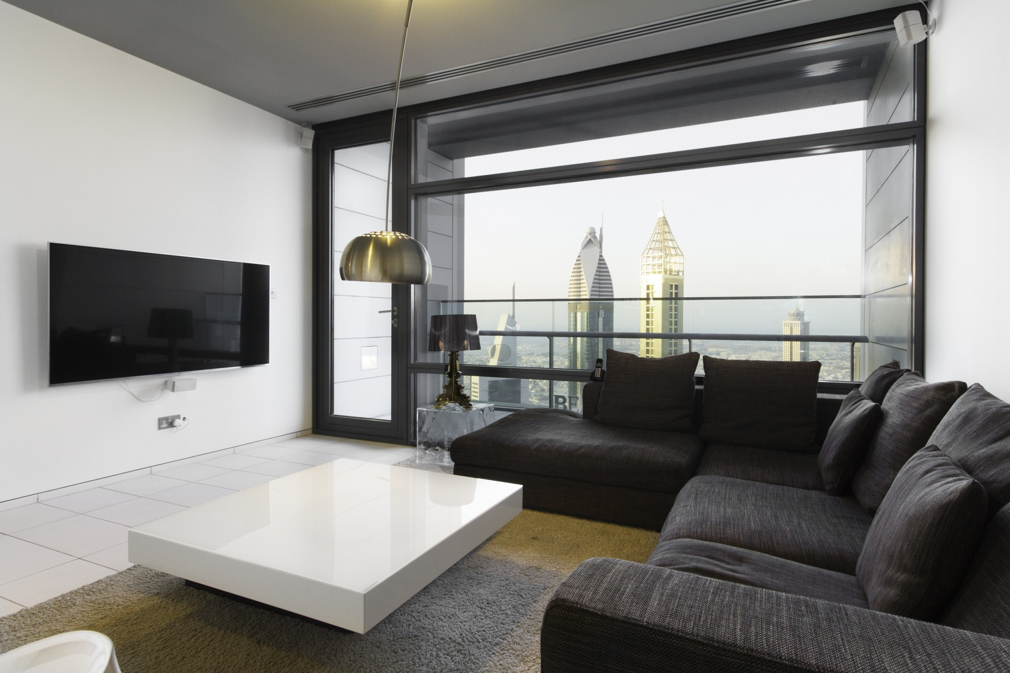 Bright, Luxury Apt w/ Impressive Dubai Skyline Views
