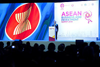 ASEAN leaders meet amid US-China...