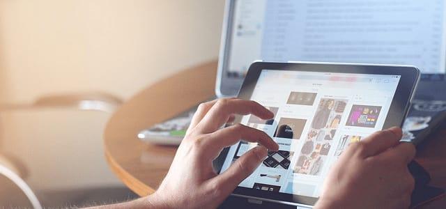 Versión del sitio con responsive design en dispositivo Tablet.