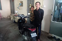 Vietnamese man and woman stealing...