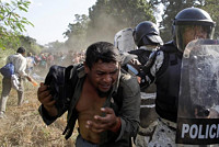 Mexican security forces detain 800...