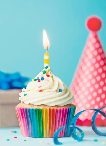 - Verjaardagskaart-man-klassiek-cupcake-met-kaarsje
