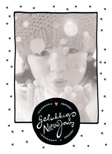 - gelukkig-nieuwjaar-fotokaart-kindje-muts-sneeuw