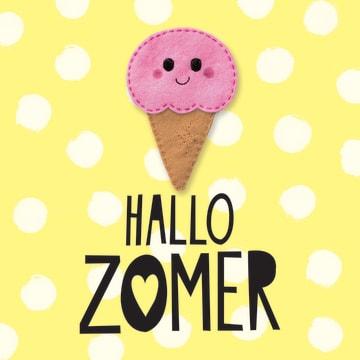 - zomerkaart-blije-wolkjes-ijsje-hallo-zomer