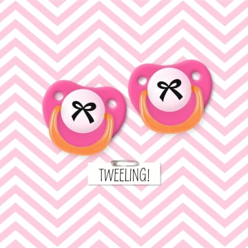 - twee-roze-spenen-met-strik
