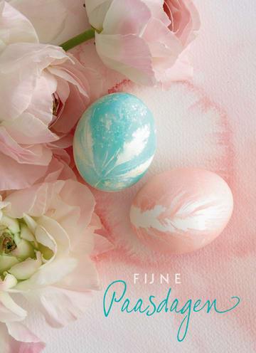 - mooie-paassetting-met-paaseieren-en-mooie-lichtroze-rozen-fijne-paasdagen