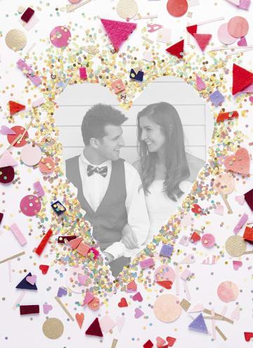 - liefdeskaart-met-slingers-taart-en-confetti