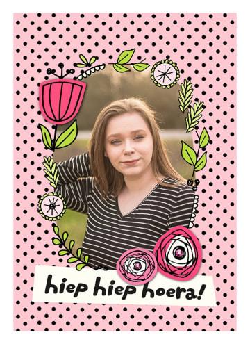 - fotokaart-verjaardag-meisje-vrouw-hiep-hiep-hoera