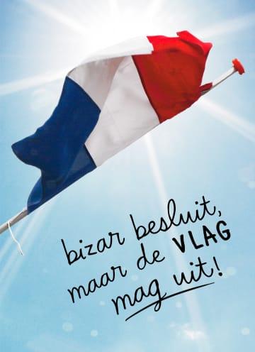 - Geslaagdkaart-Vlag-met-tas-Bizar-besluit-maar-de-vlag-mag-uit