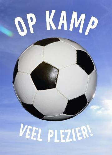 - Op-kamp-kaart-met-voetbal-veel-plezier