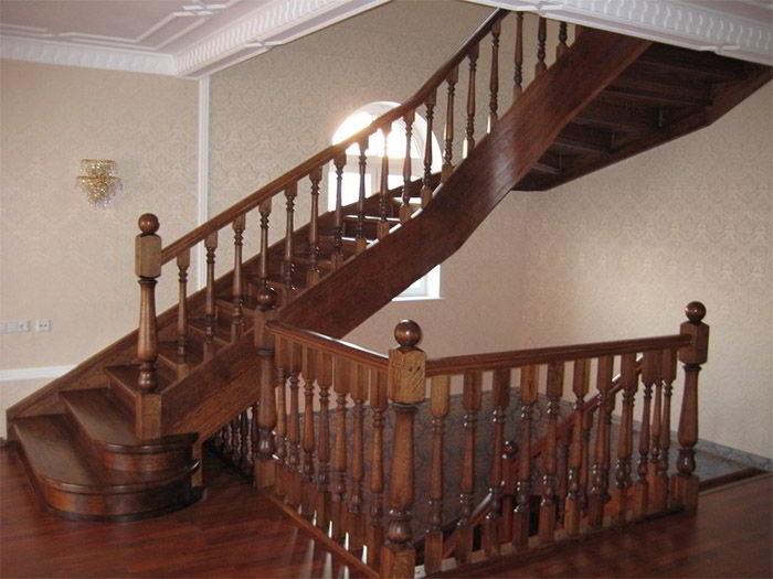 Выбираем деревянную лестницу