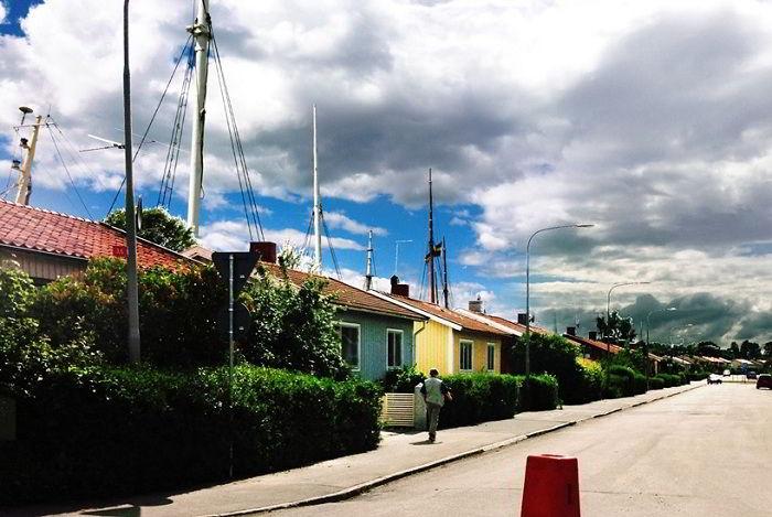 Мачты кораблей торчащие из дворов