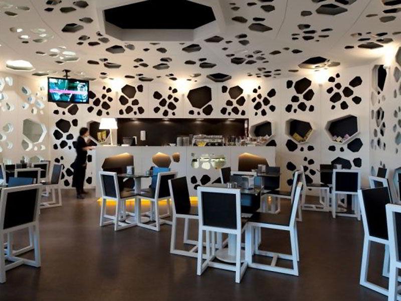 Необычный потолок в кафе