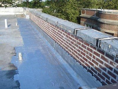 парапет крыши из кирпича