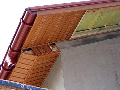 начало монтажа фронтонного свеса крыши