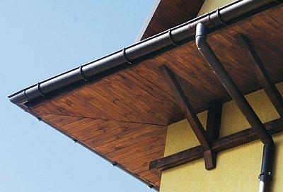 пример деревянных софитов для свеса крыши
