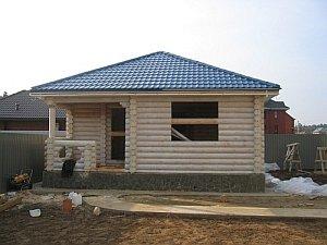 шатровая крыша, выполненная на деревянном основании