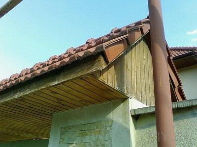 карниз крыши из деревянной вагонки